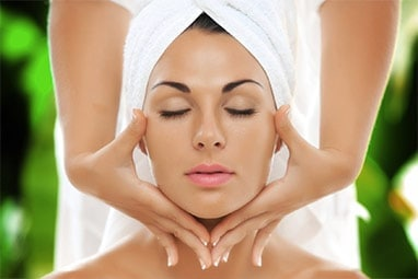 custoCustom Facials at Bella Reina Spa
